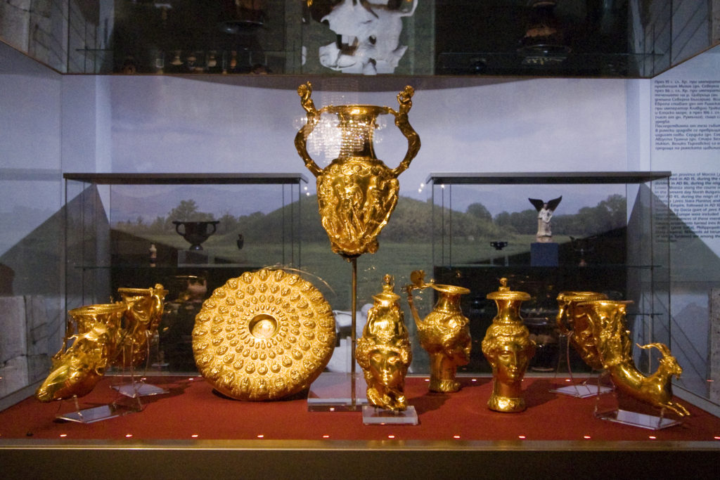 Thracian golden vessels for wine