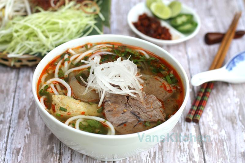 Bun Bo Hue (Hue beef noodle)