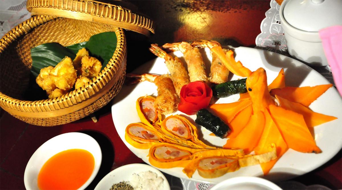 hue food vietnam