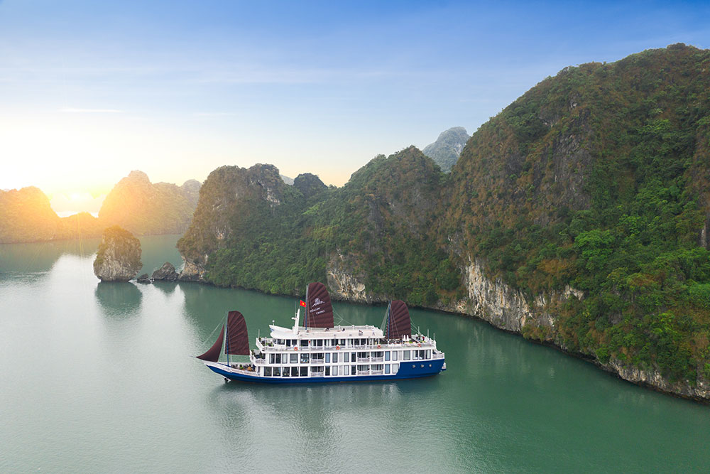 O'Gallery Cruise in Lan Ha Bay Vietnam